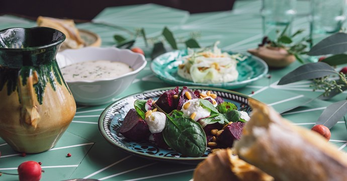 Middag, boule & guide: 645 kr/person